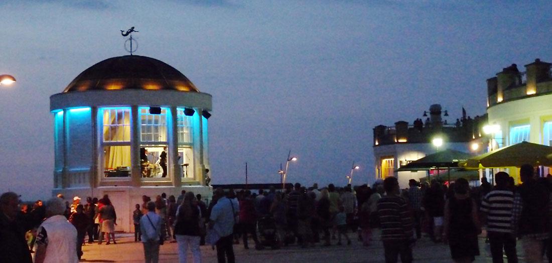Nachtleben auf Borkums Promenade